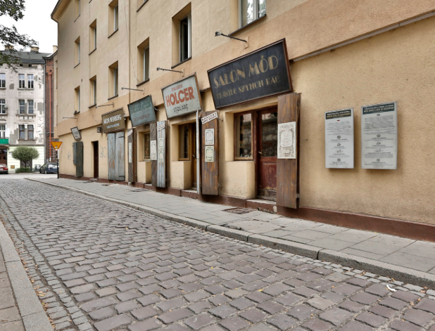 Where is located jewish quarter in Krakow?